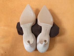 マノロ・ブラニク靴底補強後