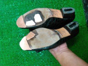 フェラガモ靴底穴塞ぎ